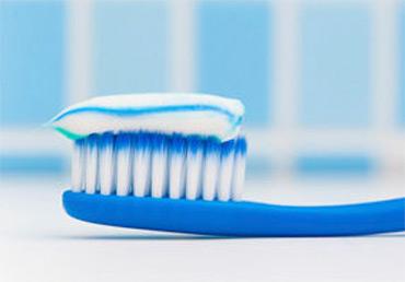 Враг под маской друга: какие зубные пасты опасны