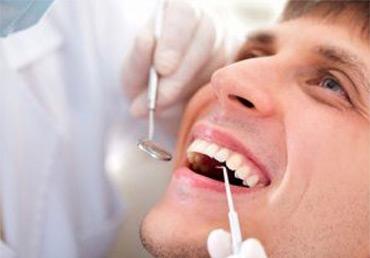 Опасный возраст: особенности стоматологических проблем у мужчин